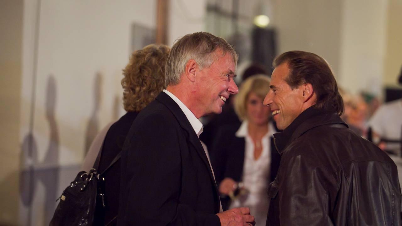 Ordfører kandidat Rune Gerhardsen (t.v.) og Osloleder Jan Bøhler på Arbeiderpartiets valgvake på Folkets Hus i Oslo mandag.