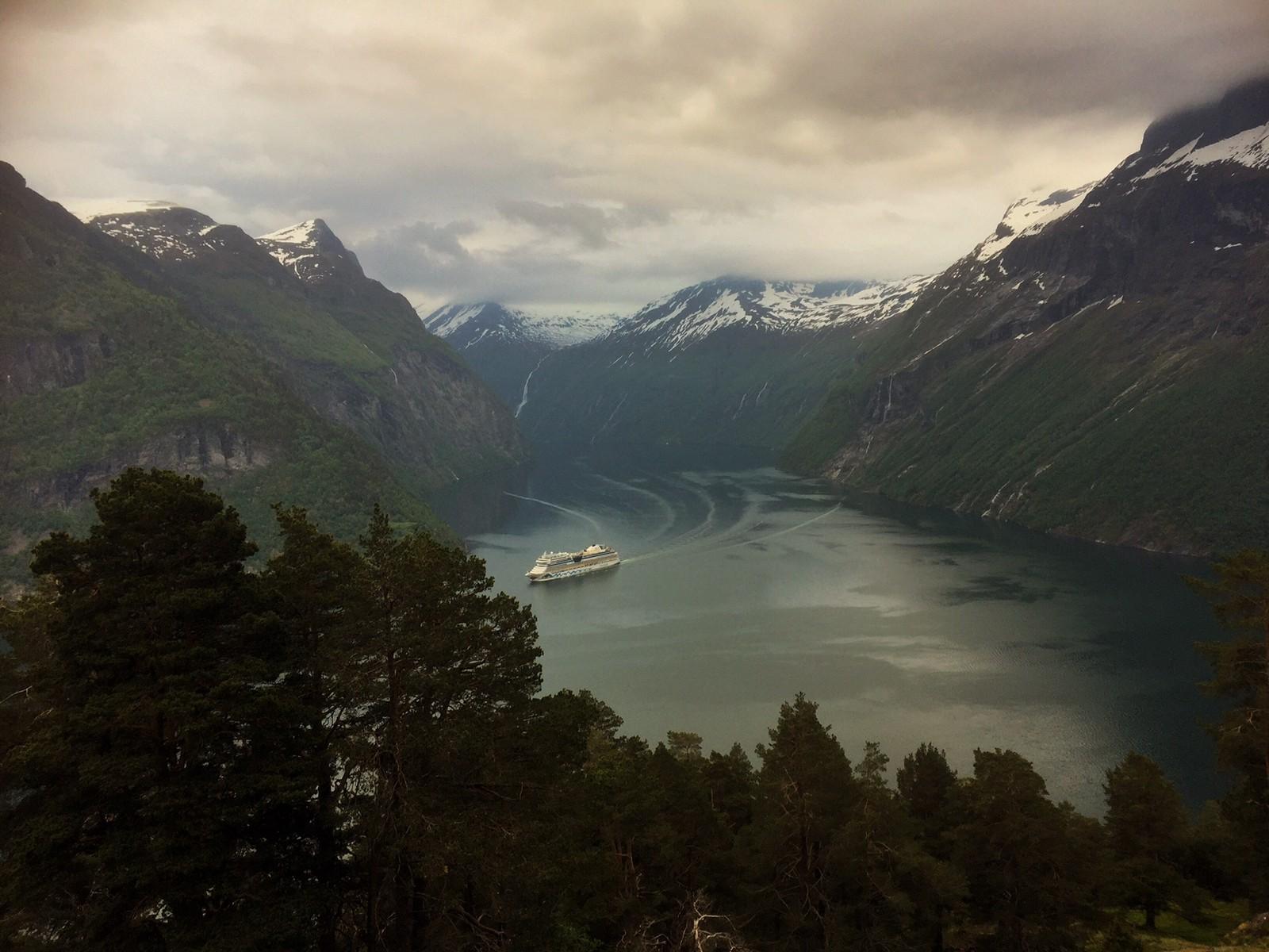 GEIRANGERFJORDEN: Verdensarven Vestnorsk fjordlandskap omfatter Geirangerfjorden i Møre og Romsdal og Nærøyfjorden i Sogn og Fjordane. De to spektakulære fjordområdene ligger 120 km fra hverandre og er geologisk sett eksempler på klassiske fjordlandskap. De viser hvordan landskapet har utviklet seg fra den siste istida fram til i dag.