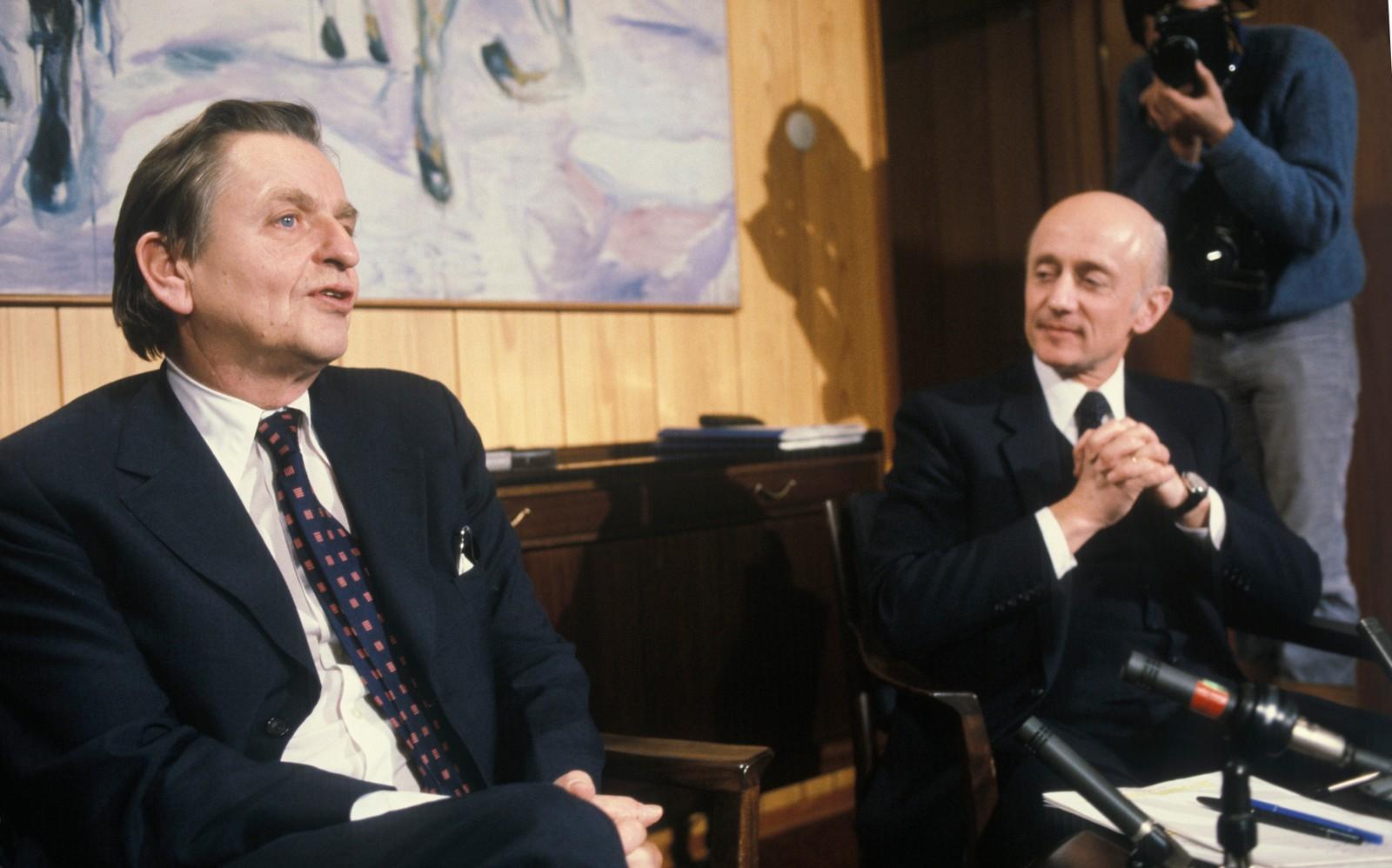 Den svenske statsminister Olof Palme på besøk i Oslo. Her i samtale med statsminister Kåre Willoch i 1983.
