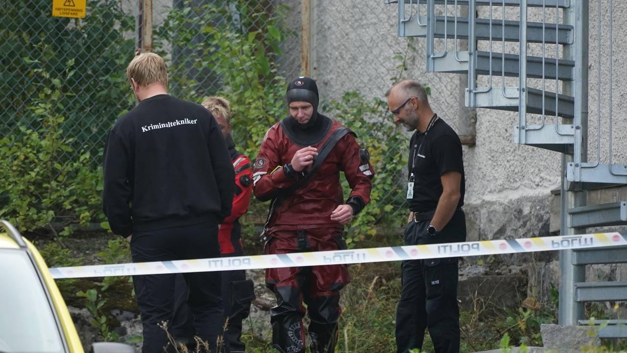 Død person Lillehammer. Kriminalteknikere og dykkere på stedet.