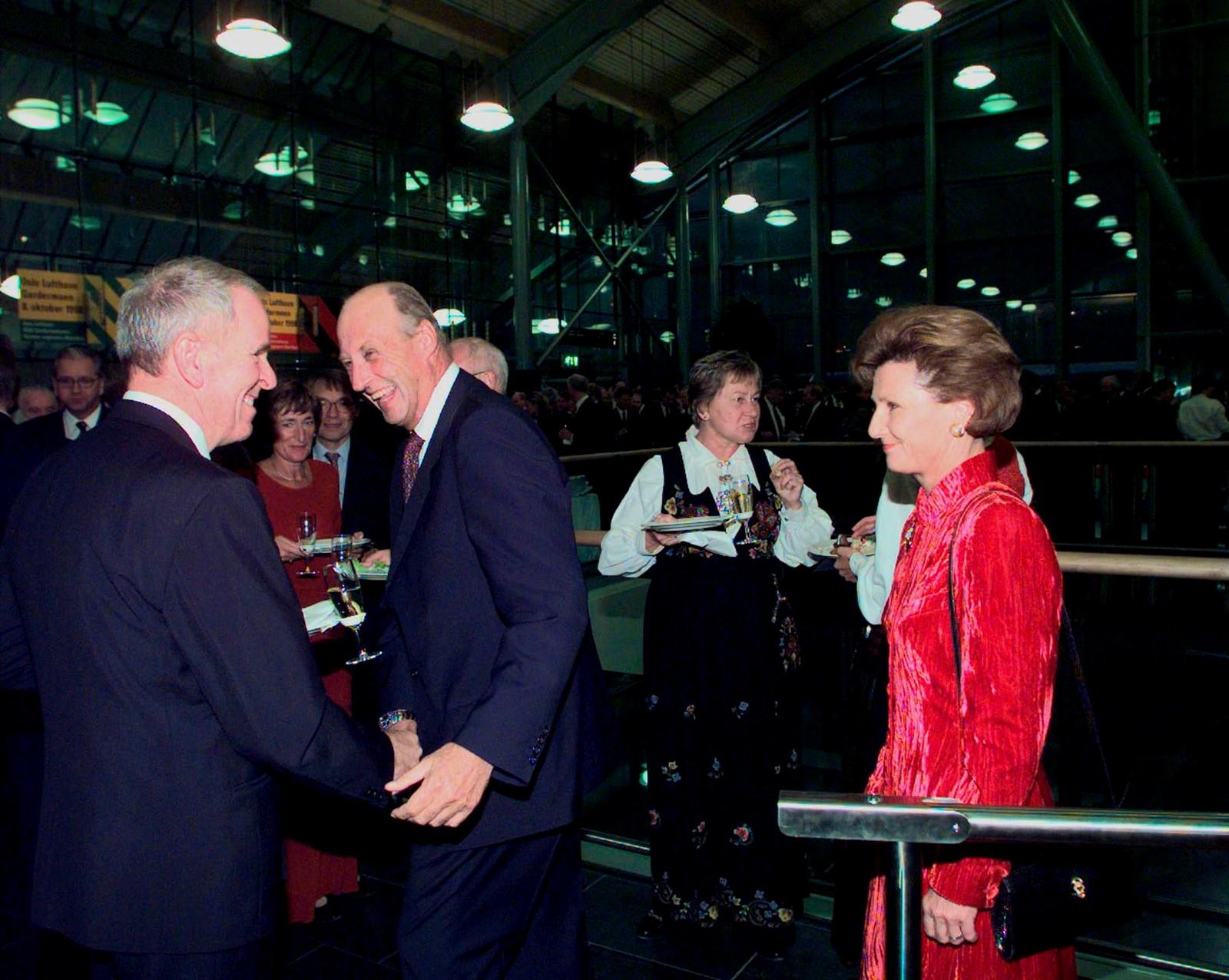 Kongen opna Gardermoen i 1998, berre seks år etter Stortinget vedtok plasseringa for den nye hovudflyplassen.