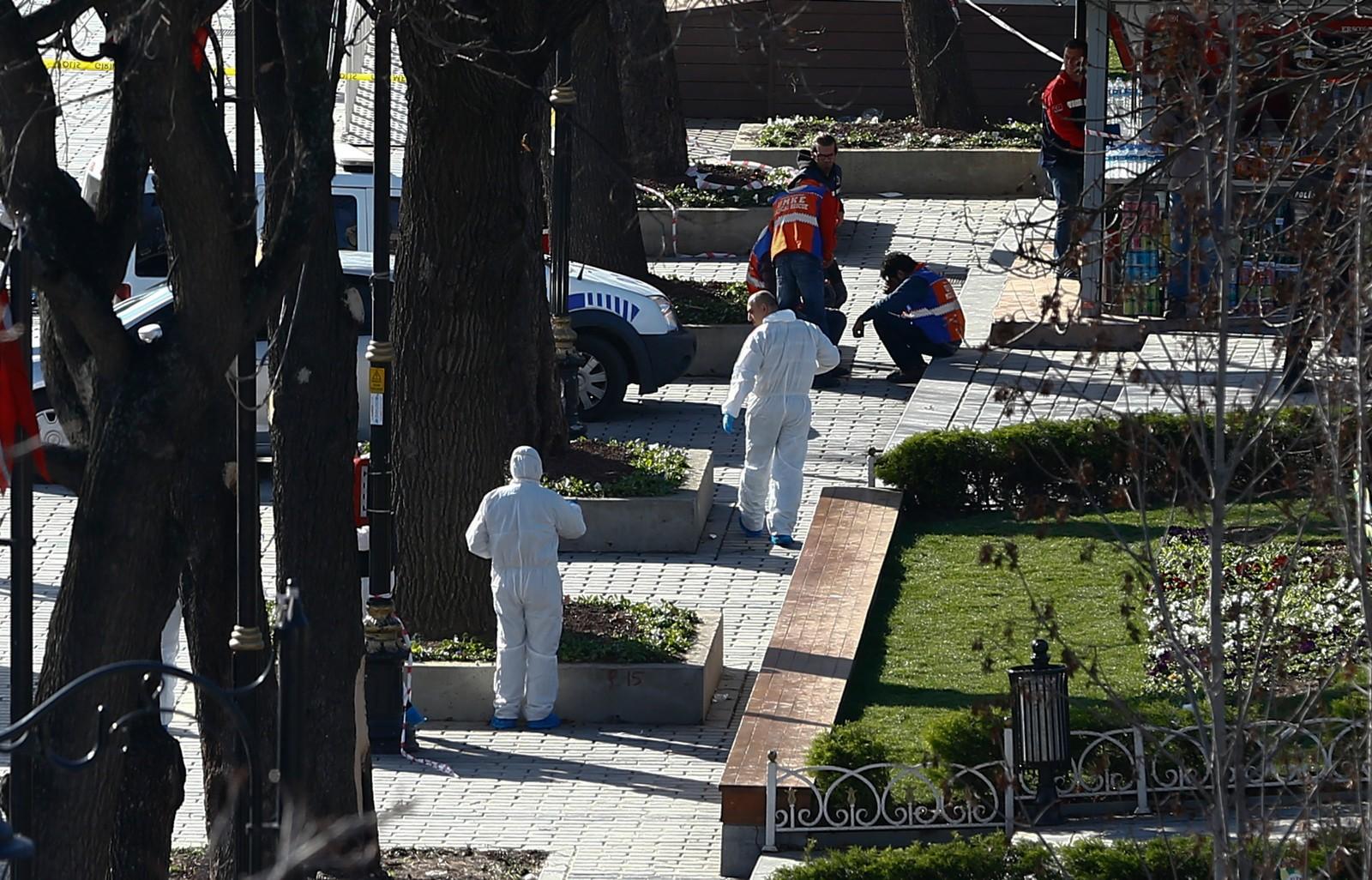 Rettsmedisinske ekspertar jobbar på åstaden der eksplosjon skjedde.