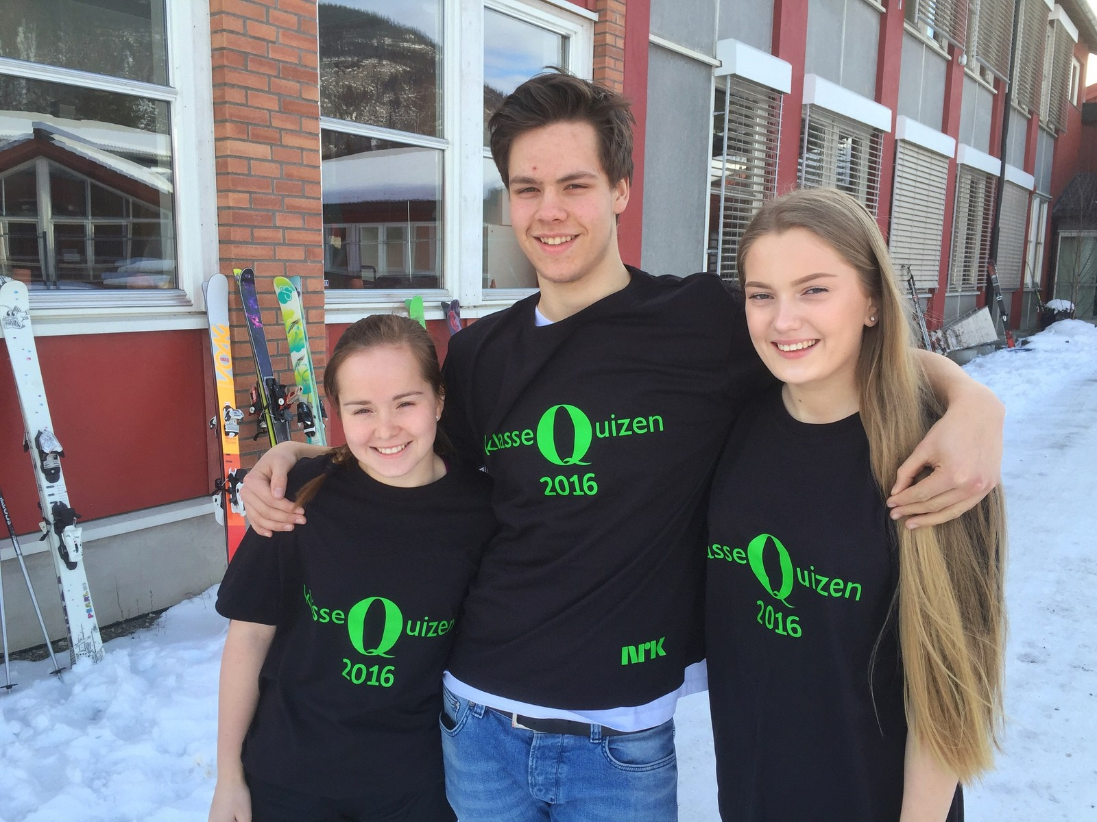 Eline Kvam, Martin Flatemo og Tina Stensrud ved Øyer ungdomsskole fikk 11. poeng og deler dermed andreplassen med Lom ungdomsskule.