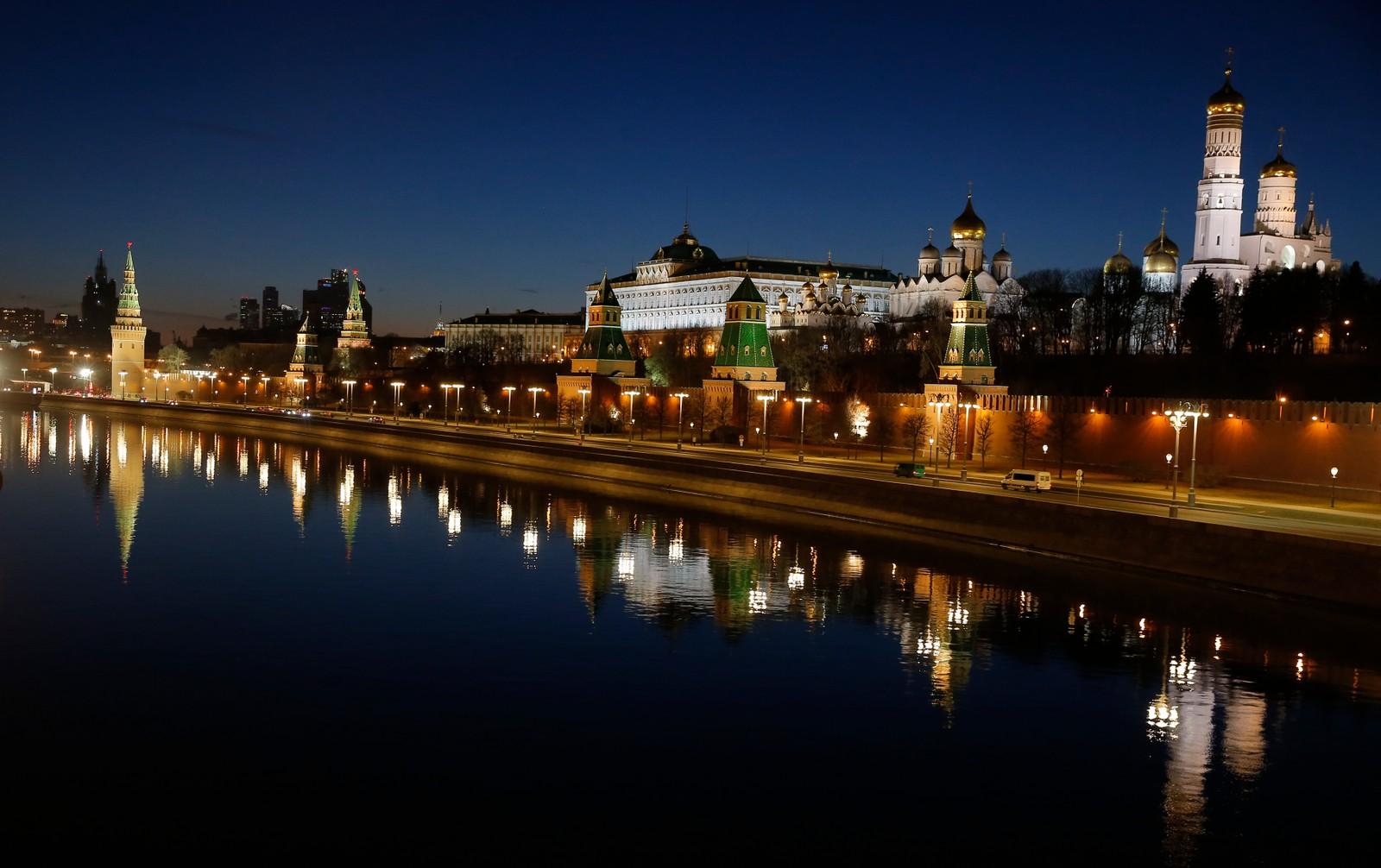 Nå er lyset slått på igjen i Kreml, som ligger to timer foran Norge.