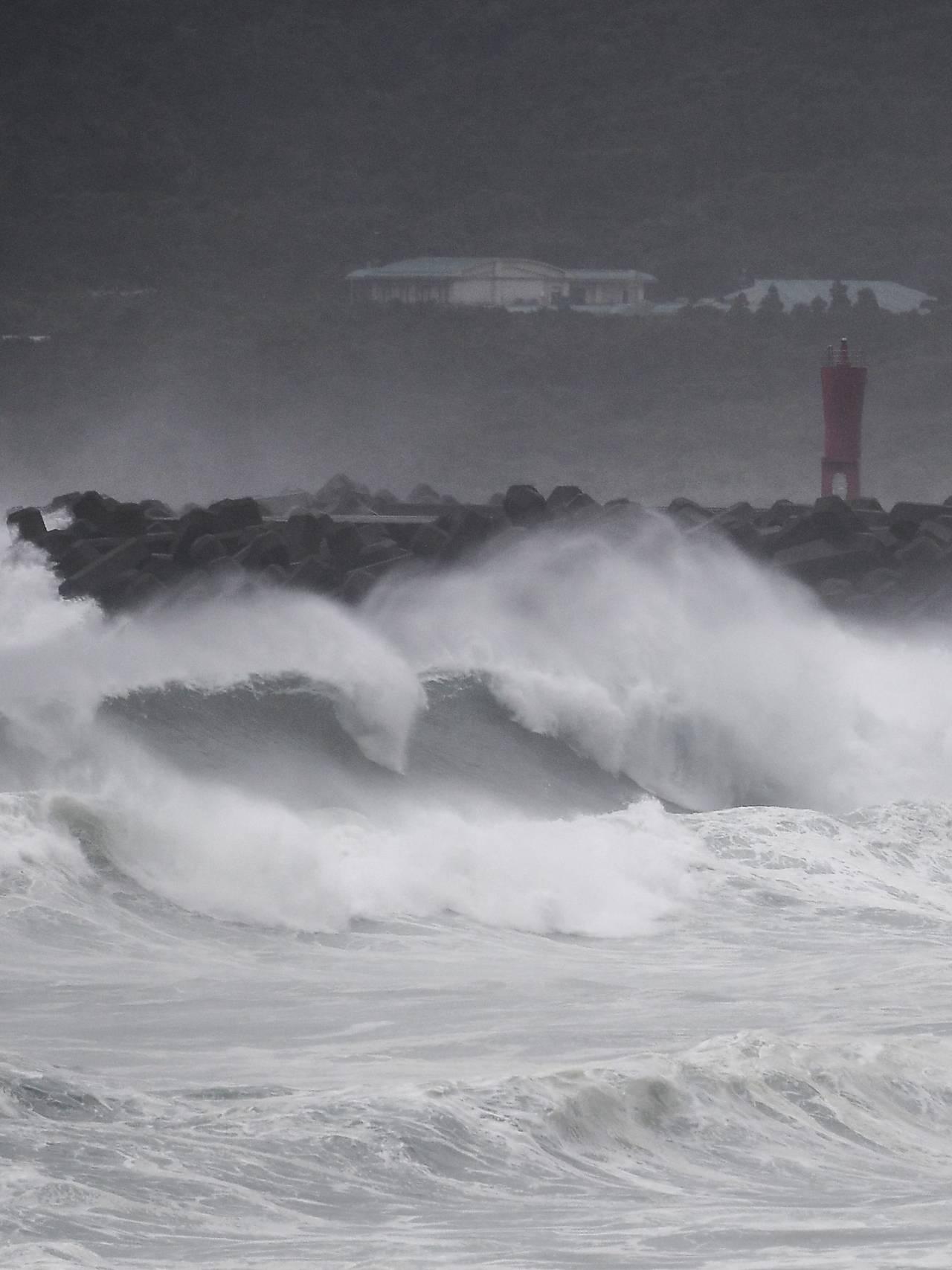 Bølger treffer land