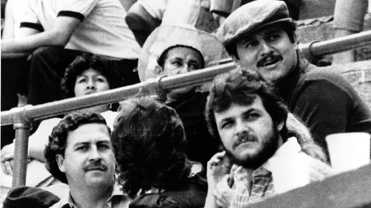 Pablo Escobar, til venstre, og Jorga Luis Ochoa, til høyre (med hatt) avbildet i 1984.