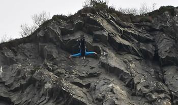Video Her tar han dobbelt baklengs salto fra klippe