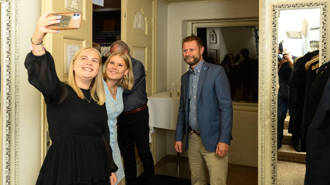 Bent Høie på veg hjem fra valgvake