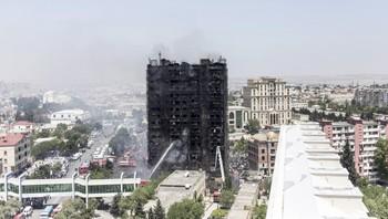 Brann i blokk i Baku