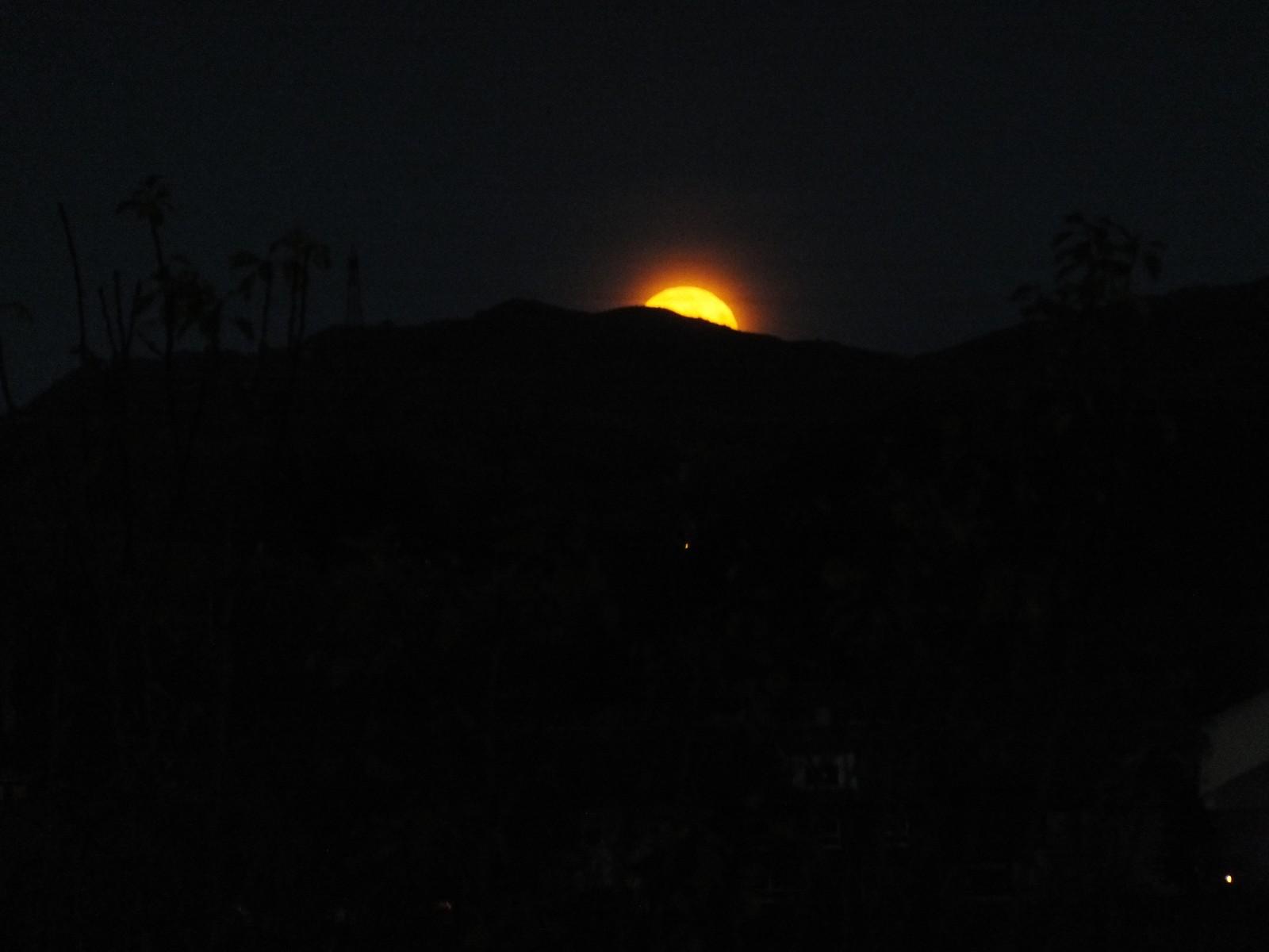 Månen er på vei opp, Undheim i Time.