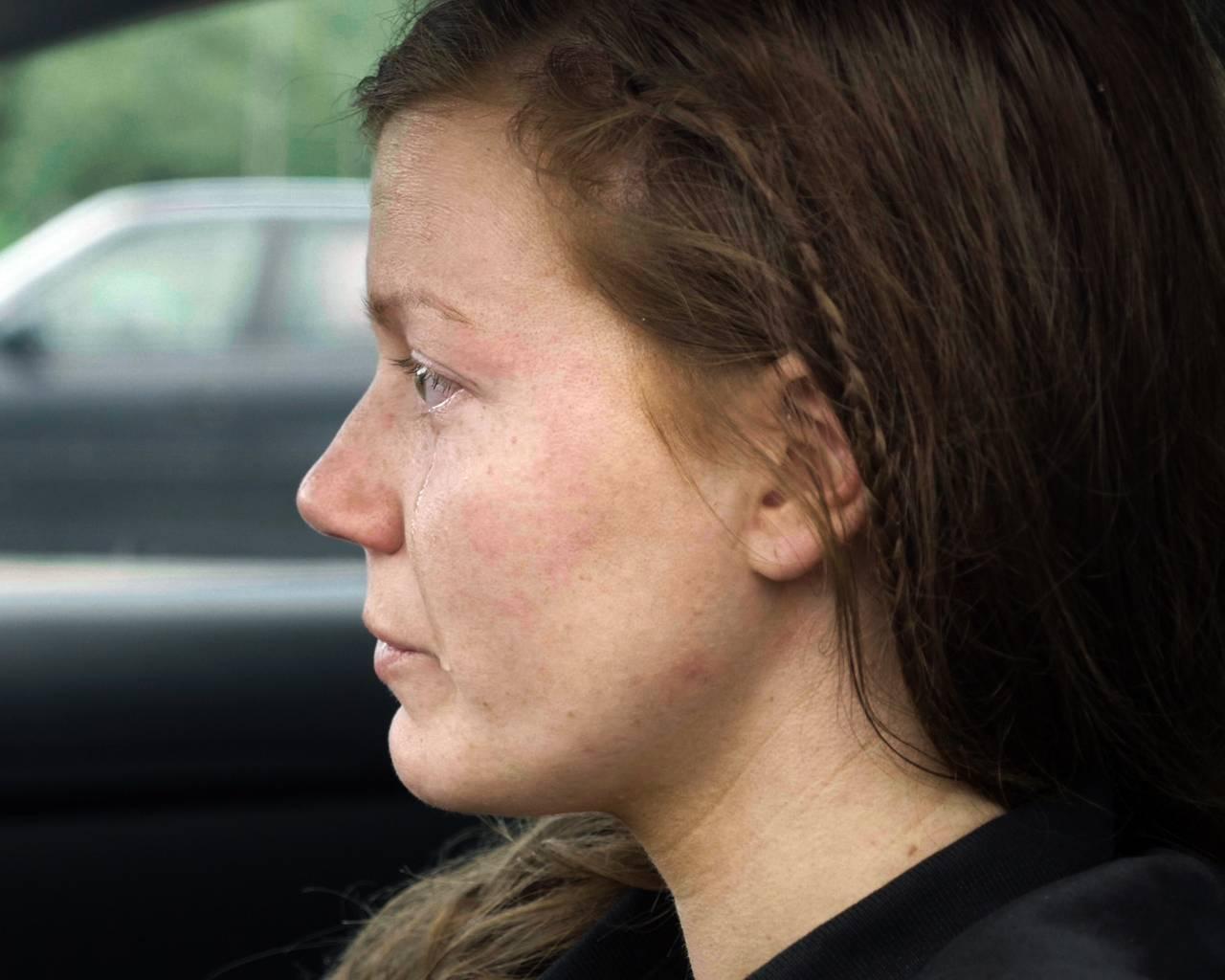 Norun Haugen gråter etter å ha besøkt grisefarm