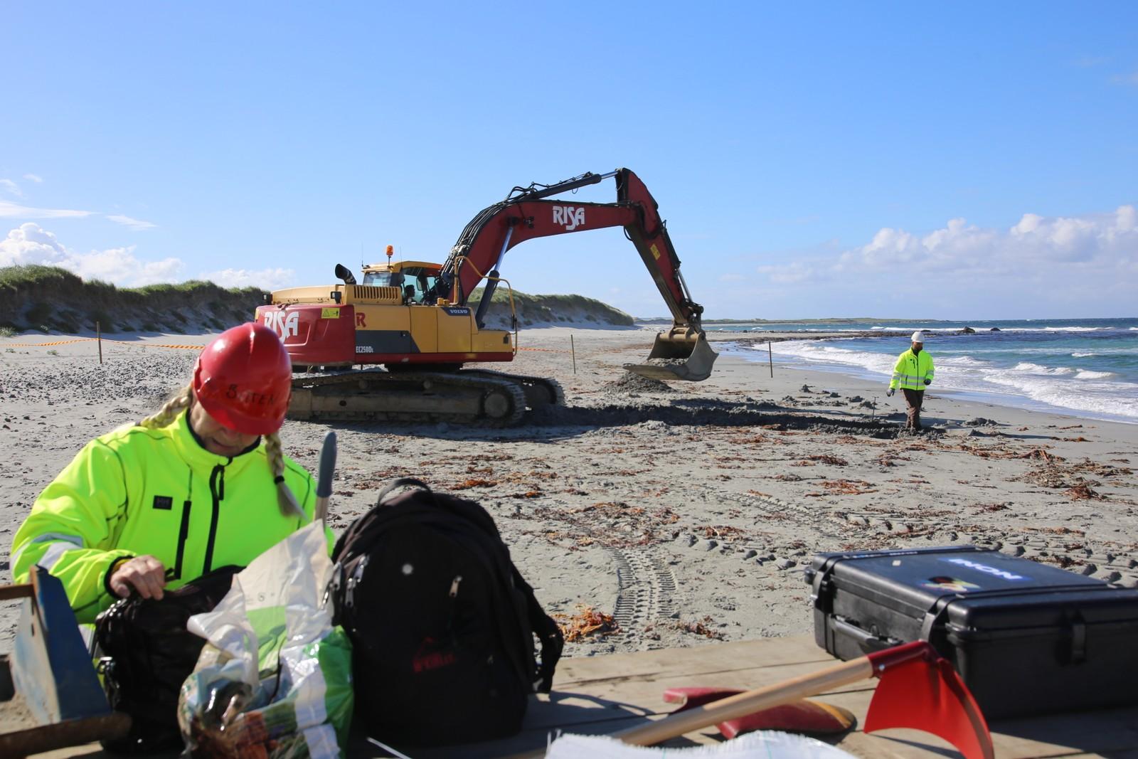Gravemaskiner må til når mye sand skal graves ut.