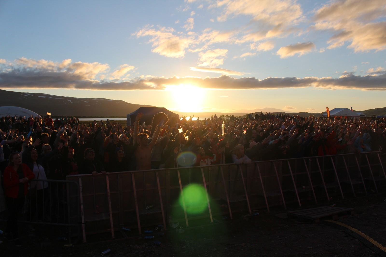 MIDNATTSSOL: Som navnet til festivalen tilsier så må også sola titte frem nede på Brennelvnesset.