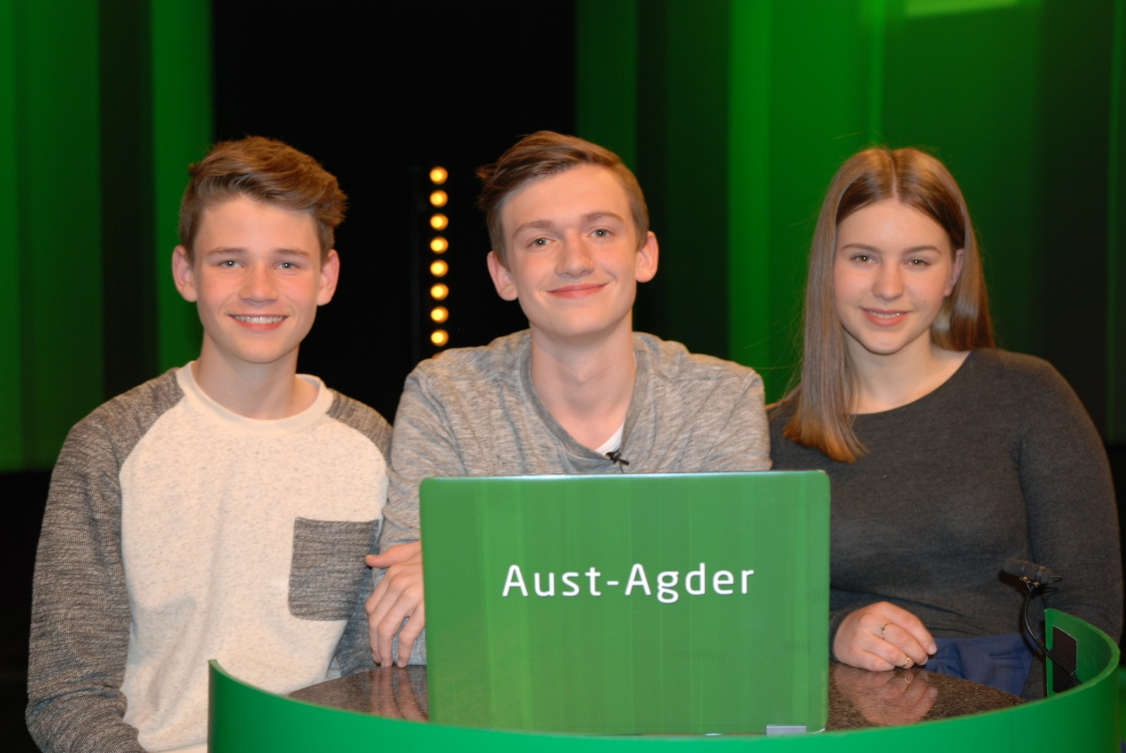 AUST-AGDER: Fjære Ungdomsskole i Grimstad representert ved Amalie de Jong Martinsen, Daniel Kjebekk Drivdal og Jonathan Bergqvist.