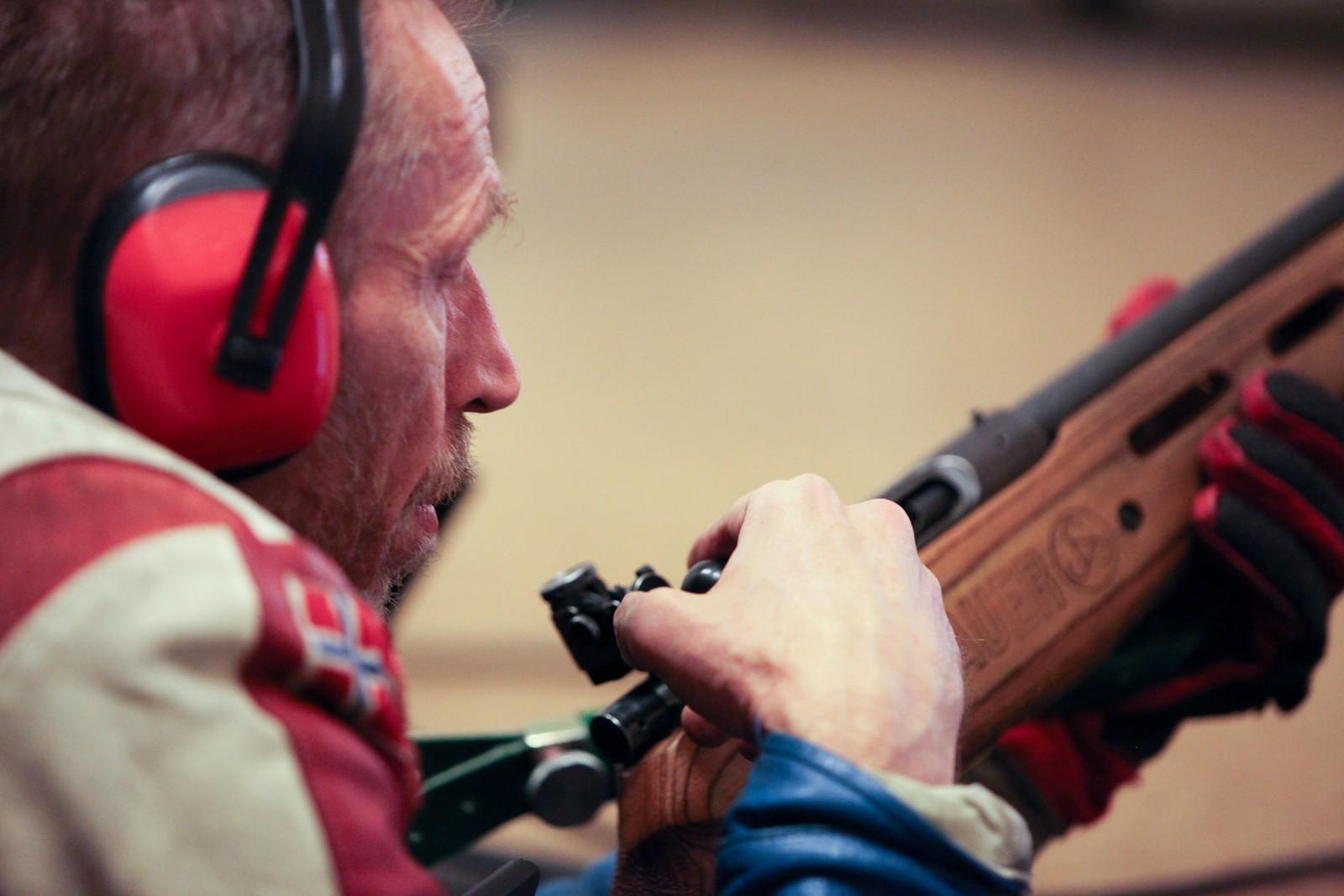 Kjetil Sørbotten er én av over 200 medlemmer av skytterlaget. Som innflytter er han glad for skytterlaget som inngangsport til lokalsamfunnet.