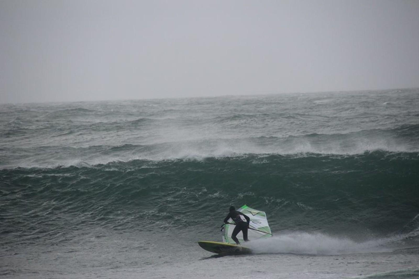 Per Christian Brodscöll surfer på Lista.