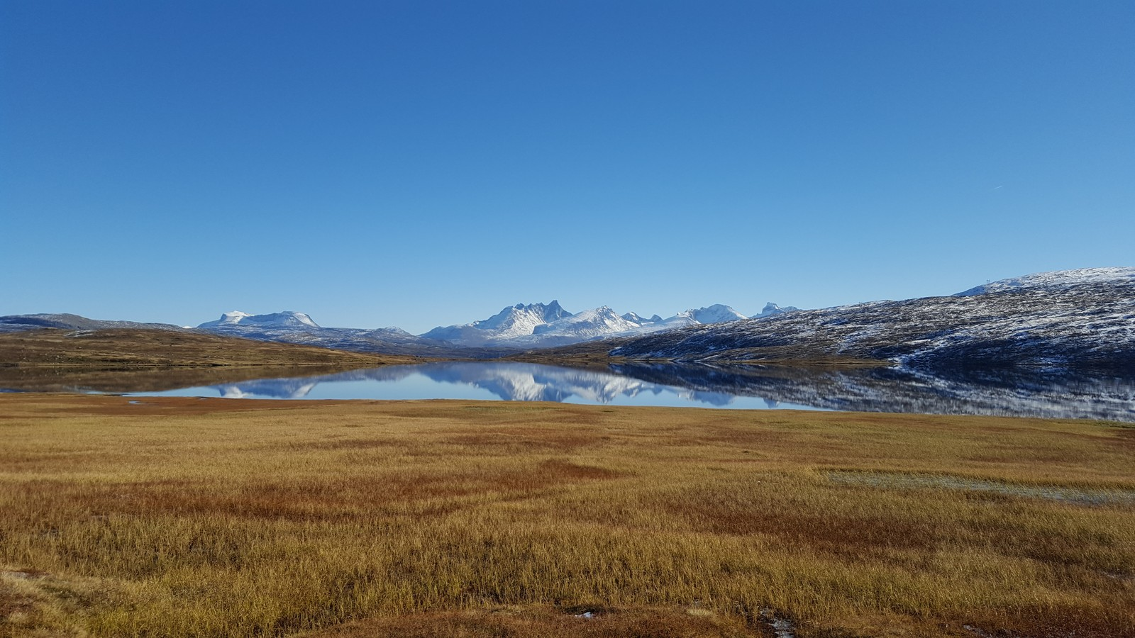 Ofsarvatnet mot Hurrungane.Luster kommune