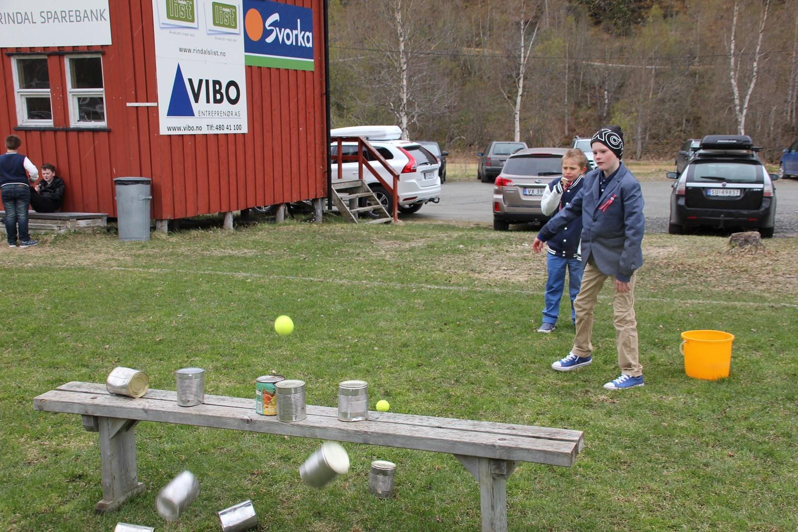 Feiring i Rindal med mange artige leker for barna.