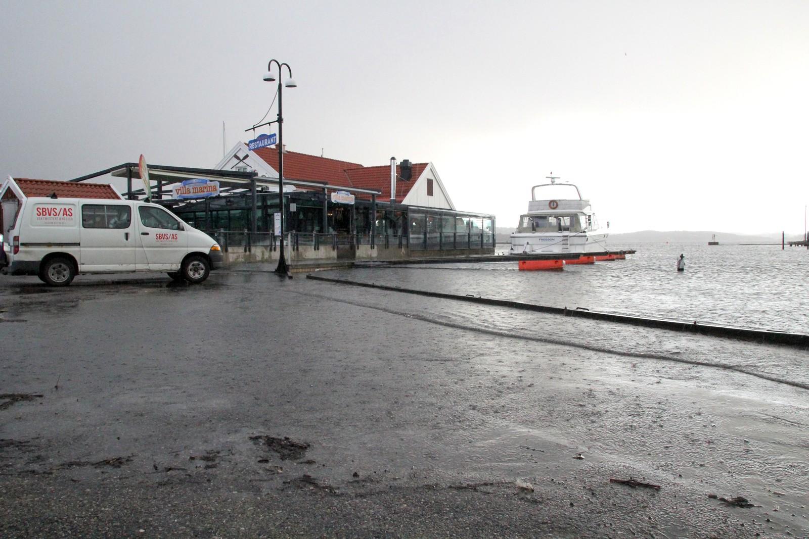 Høyvann ved Gjestehavna, og Villa Marina