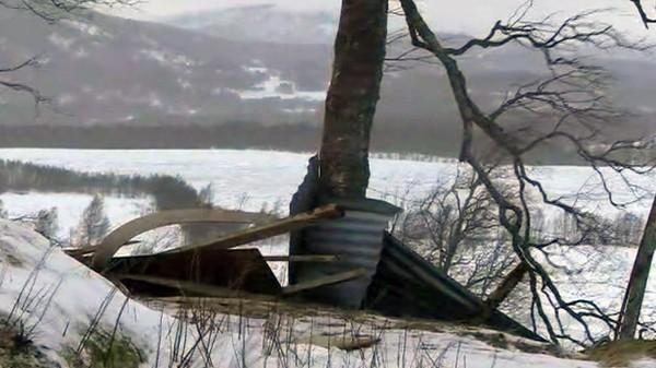 ØDELEGGELSER: Kraftig vind løftet hustak i Troms og Nordland under en storm i januar 2015. Denne torsdagen kan vinden igjen vise muskler.
