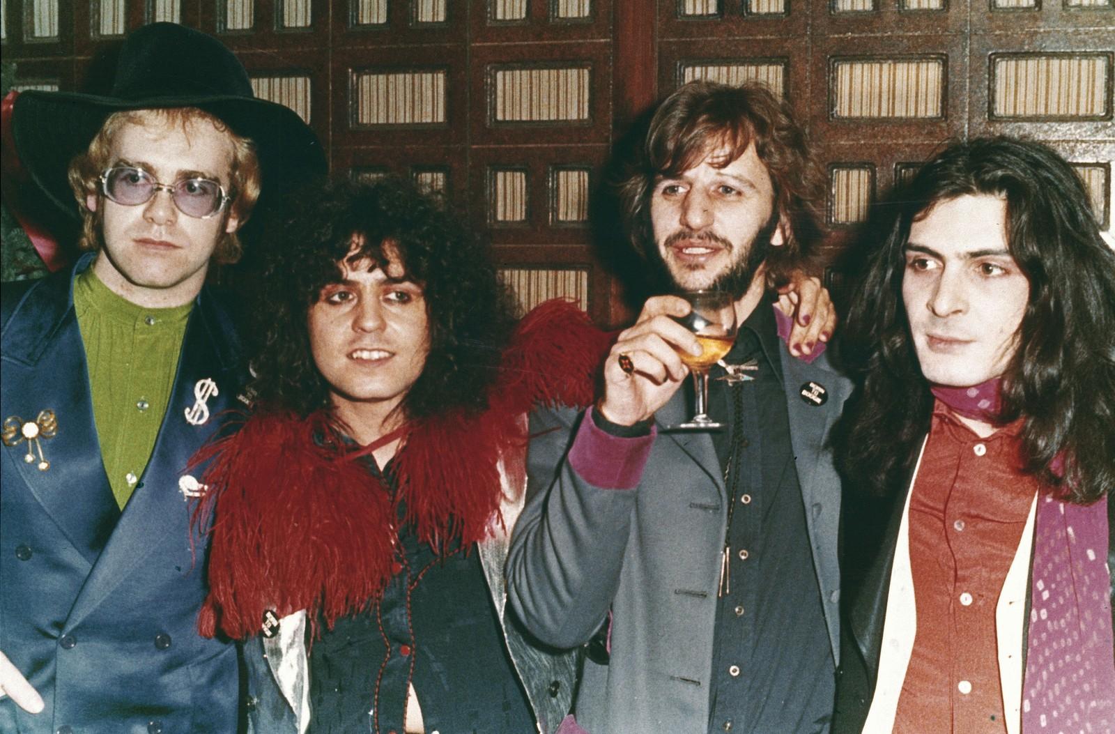 1972: Dei britiske musikarane Elton John, Marc Bolan, Ringo Starr og Mickey Finn på premieren av filmen «Born to Boogie».