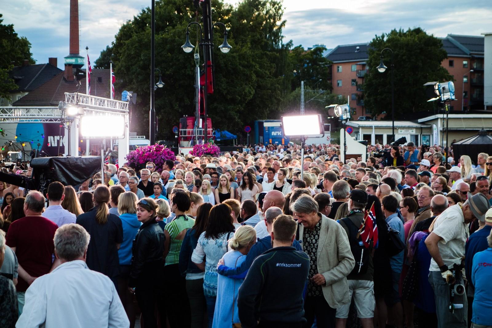 Mange møtte opp ved Skiblanderbrygga for å få med seg Sommeråpent på Hamar.