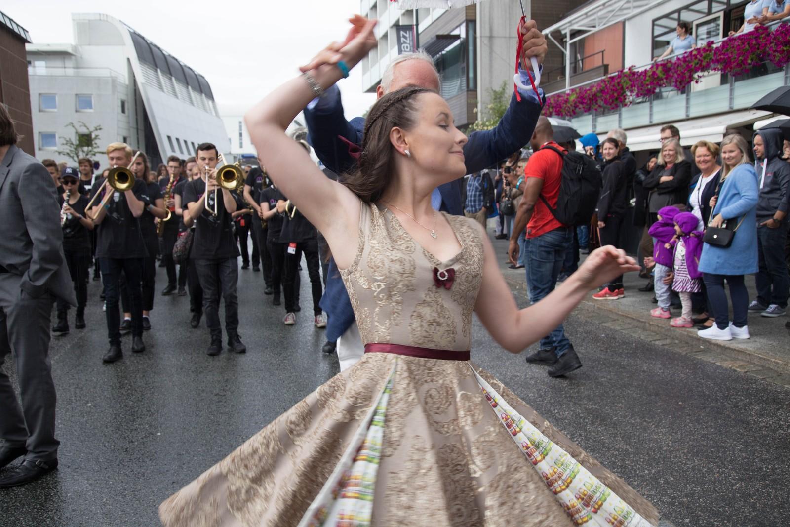 Jeanette Holsbøvåg leder an i gateparaden også i år.