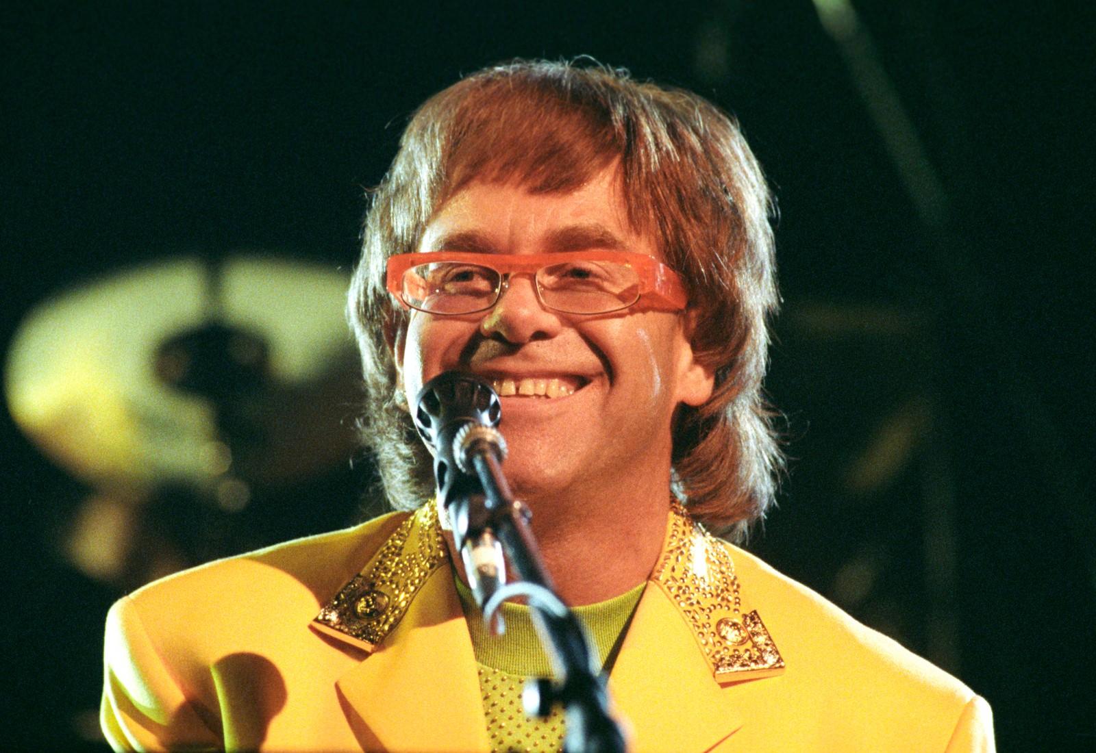 1992: Elton John opptrer i Oslo Spektrum.