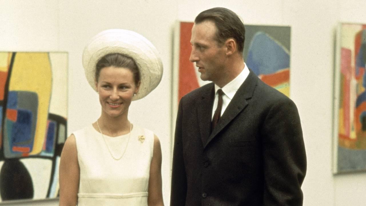 Kronprinsparet Sonja og Harald på Henie Onstad Kunstsenter på Høvikodden 28. august 1968, dagen før bryllupet sitt.