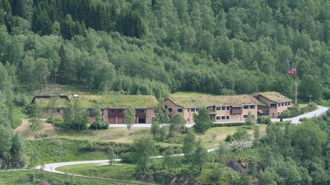 Livsmeistringssenteret har overteke det tidlegare HV10-anlegget på Skei. Foto utlånt av Livsmeistringssenteret.