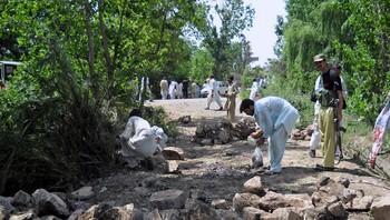 To sjølvmordsaksjonar mot matkø i Kohat i Pakistan