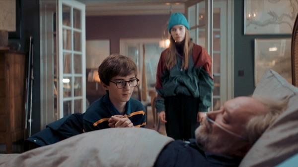 Faunen forsøker å få Harald til å levere fra seg talismanen. Theos håp om å få med morfar hjem, svinner. Simone har også dårlige nyheter.