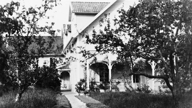 Danielsens Hotell i 1950. Ukjend fotograf. Eigar: Sogndal Sogelag/Fylkesarkivet i Sogn og Fjordane.