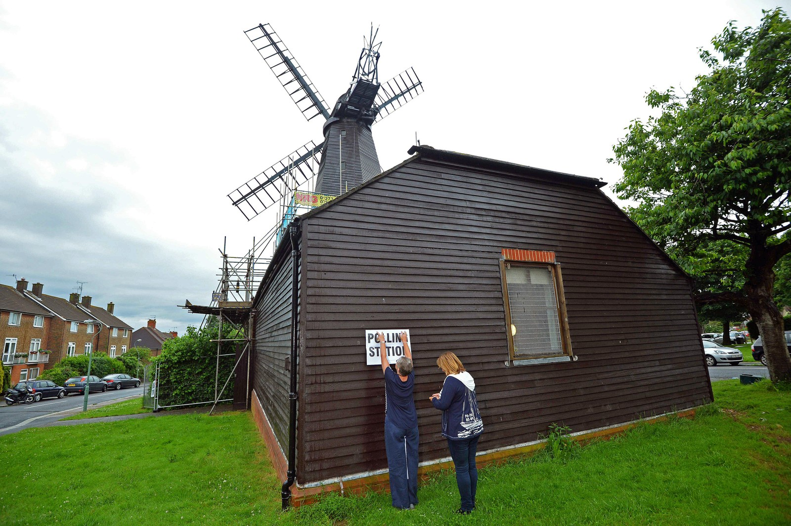 På West Blatchington vindmølle i nærheten av Brighton kan også stemmer avlegges.