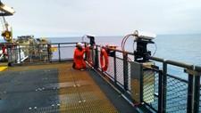 STEREOFOTO: UiB-forskerne har satt opp to kameraer som filmer i nordlig retning fra Ekofisk 2/4-plattformen.