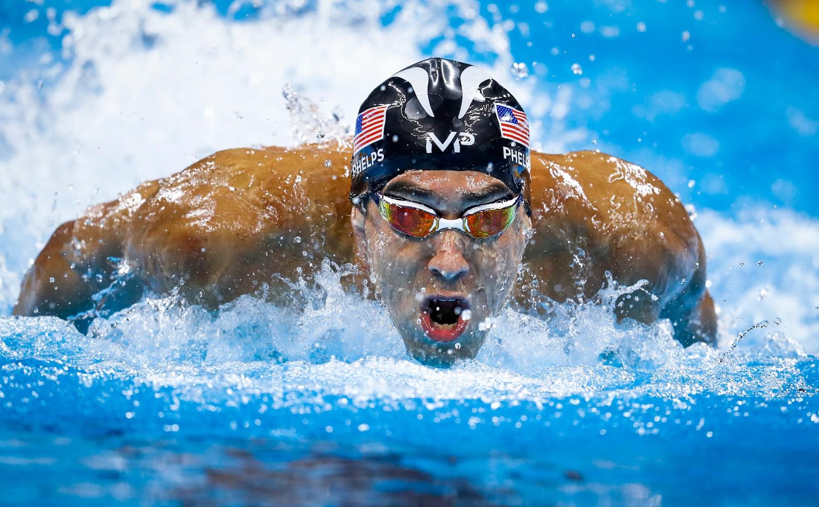 1. plass Sport: Odd Reidar Andersen, AFP.  USAs Michael Phelps forbereder seg til herrenes 200m medley, under OL i Rio de Janeiro. Phelps er den mest premierte olympier noensinne, med totalt 28 medaljer, hvorav 23 gull, som også er rekord. Her er han i 3. etappen i herrenes finale i 4x100m medley.
