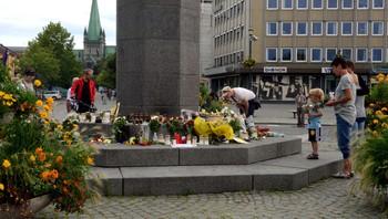 sorg etter terrorangrepene, trondheim søndag