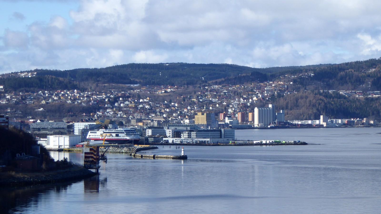 Trondheims sjøside sett fra Ladestien