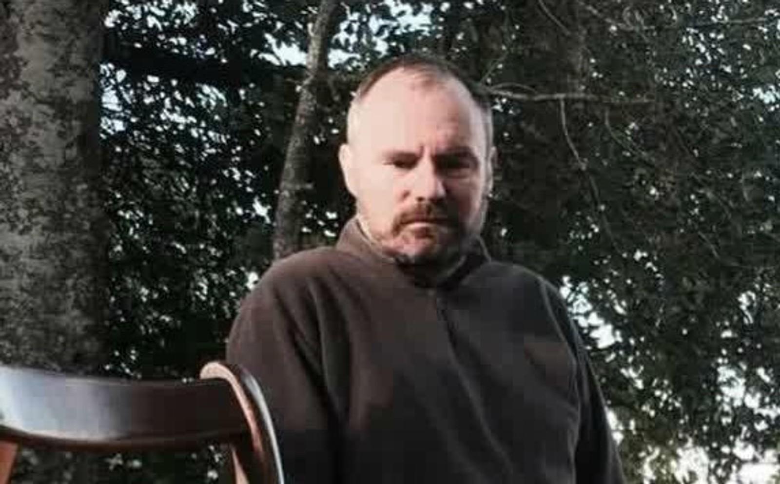 DREPT: Olivier Verndal (44) var fra Puy-de-Dôme og hadde reist til Paris for å se sitt favorittband spille. Han ble en av de 89 ofrene for terror på konsertarenaen.