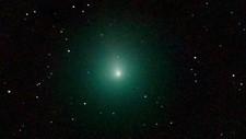Dersom du får øye på kometen vil den se ut som en liten grønn kule på himmelen.