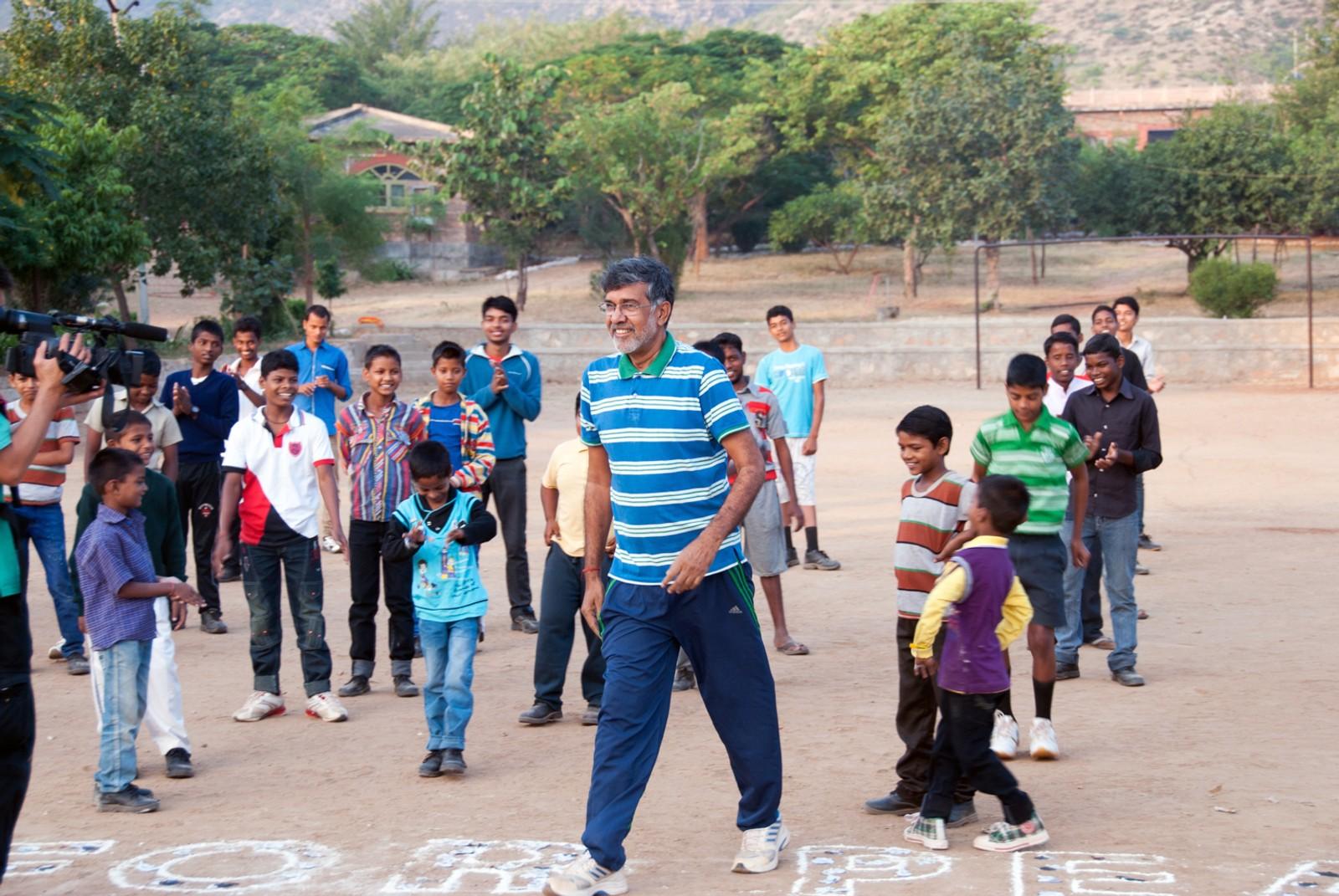 Kailash Satyarthi har sterk rettferdighetssans - og sterkt barnetekke. Når han er hjemme ved Bal Ashram-senteret, har han alltid et haleheng av gutter bak seg.
