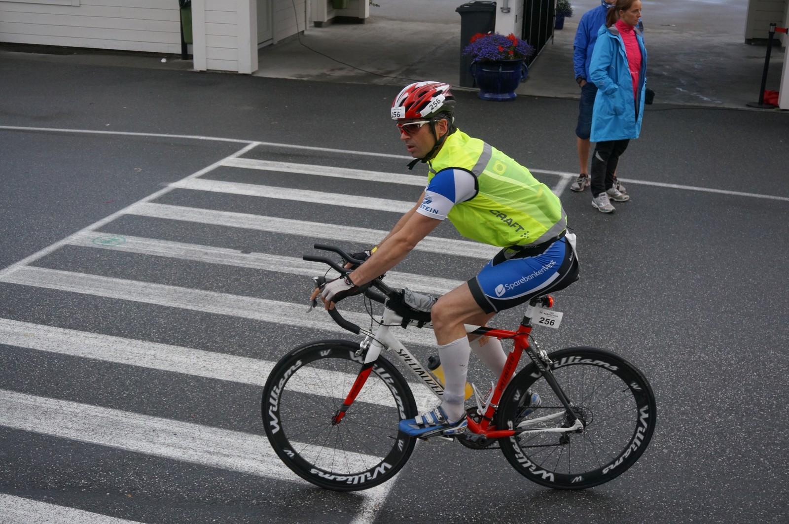 ENDELEG PÅ SYKKELSETE: Hodnefjell har som han seie det sjølv endeleg kome seg på sykkelsete i Norseman.