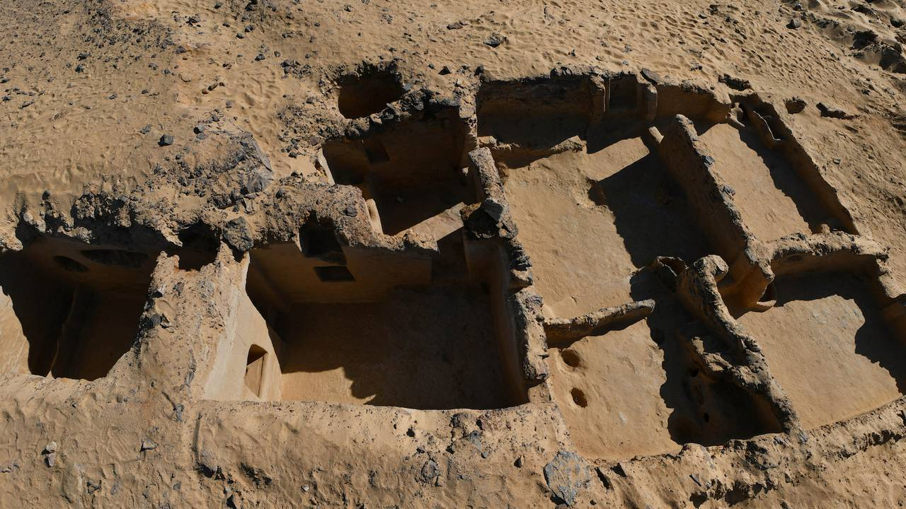 Utgravinger av det som ser ut til å være det eldst daterte kristne kloster i verden gjort i Bahariya i den vestlige ørkenen i Egypt