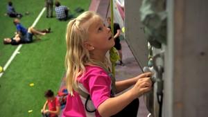 Hanna elsker å klatre!