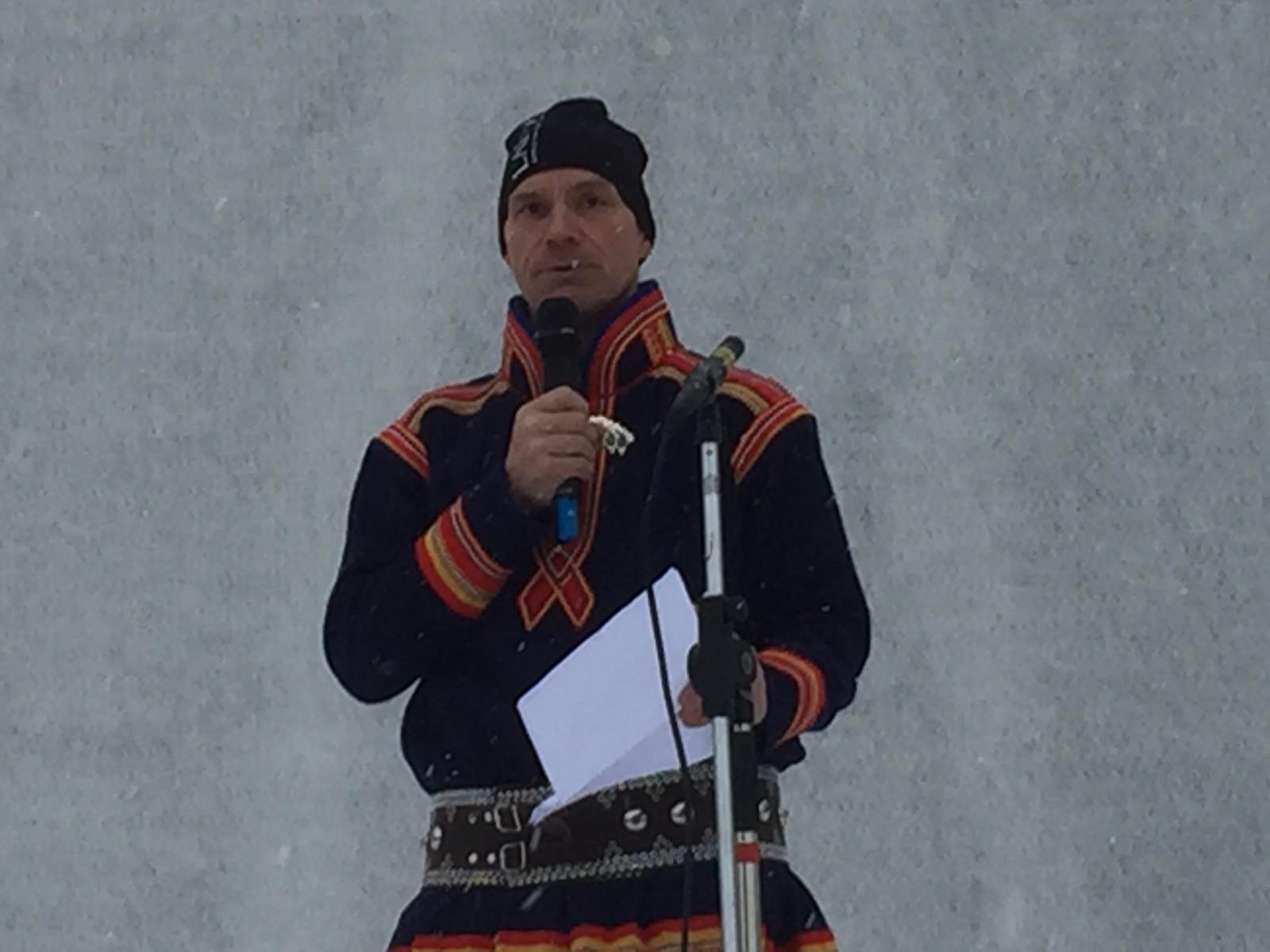 Leder i Sirkas sameby Jakob Nygård holdt tale under feiringen av samenes nasjonaldag i Jokkmokk.