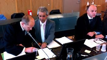 Forsvarer Henrik Boelkhe, Sigmund Johnsen og advokat John Erik Nygaard