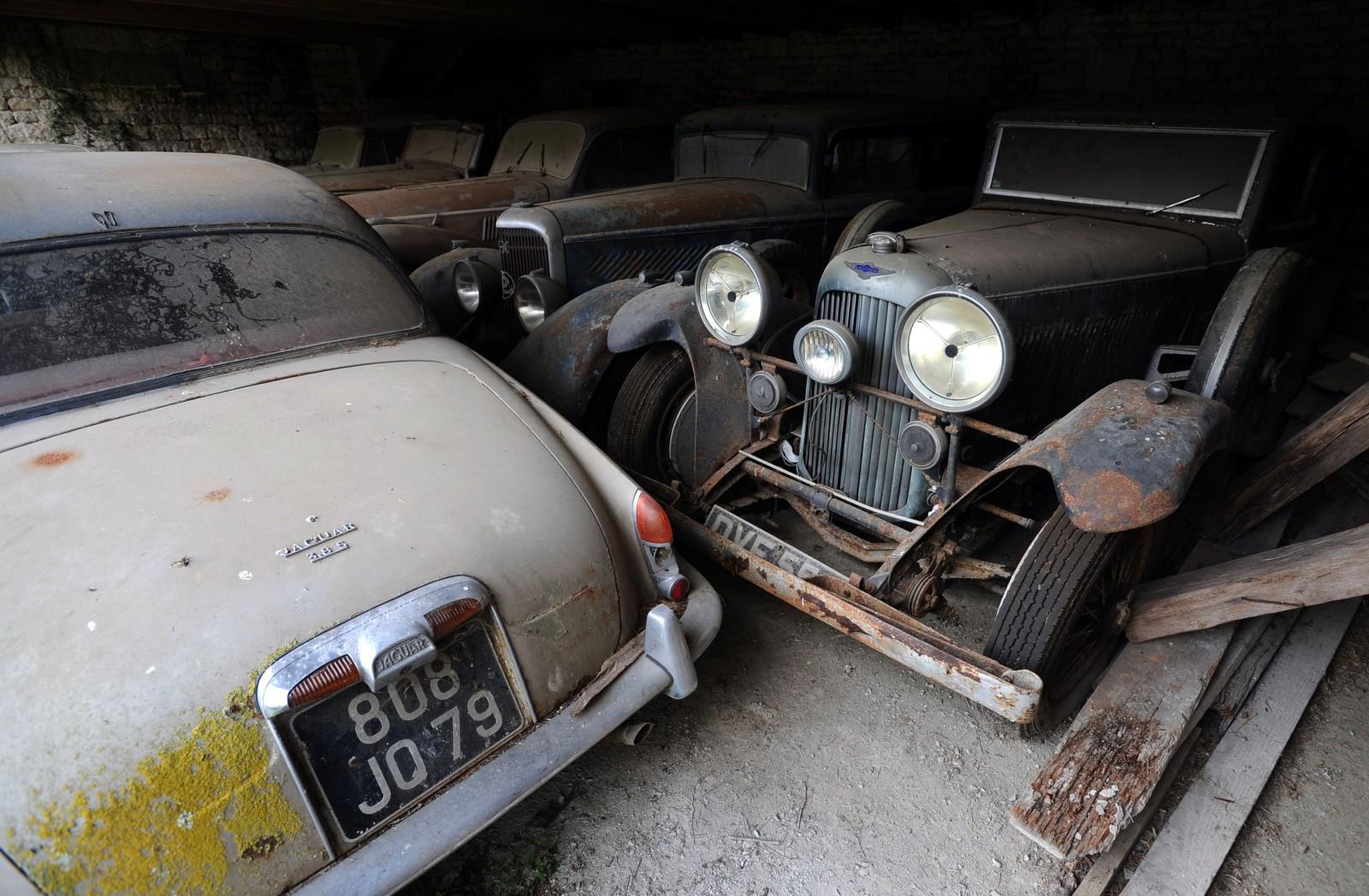Mange av bilene har fortsatt original lakken.