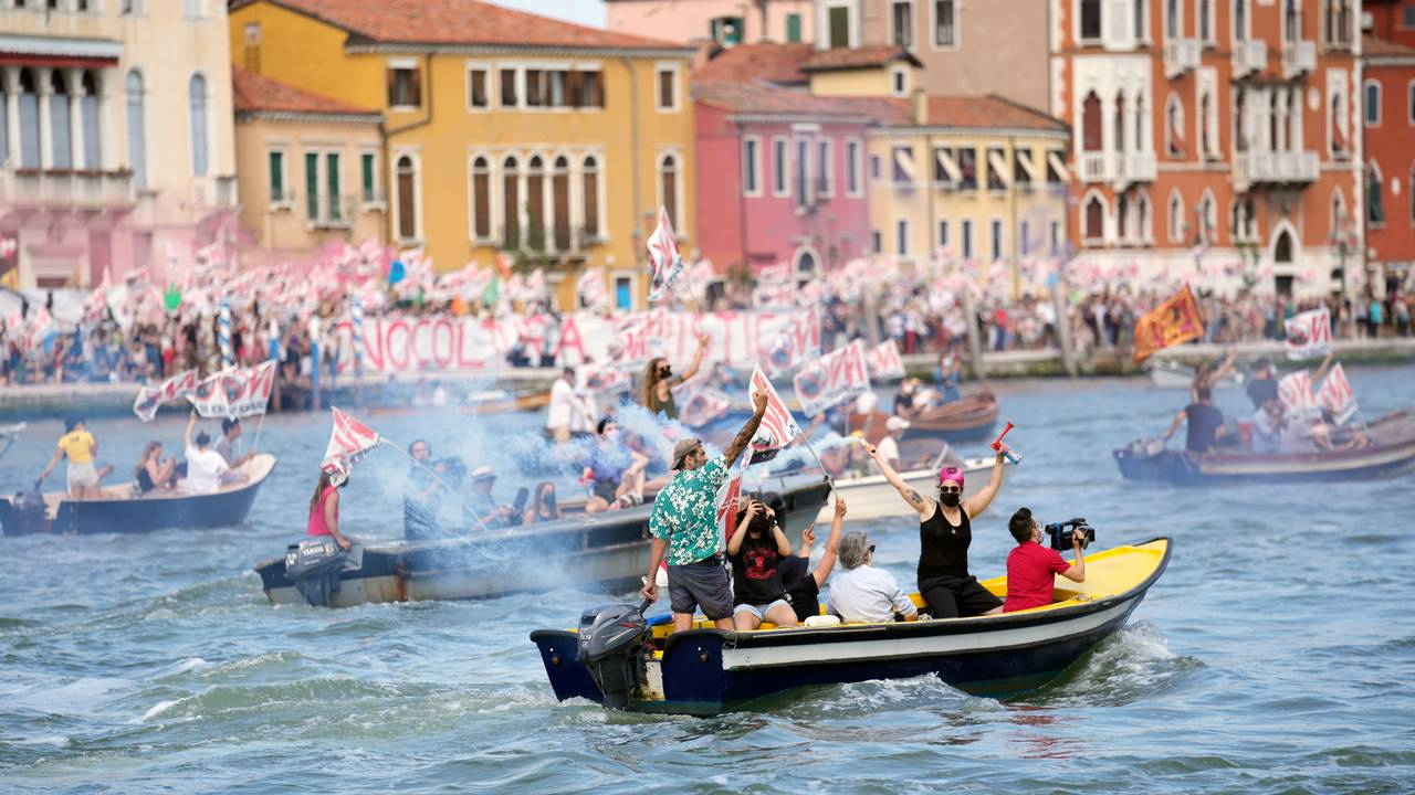 Protester mot cruiseskip i Venezia
