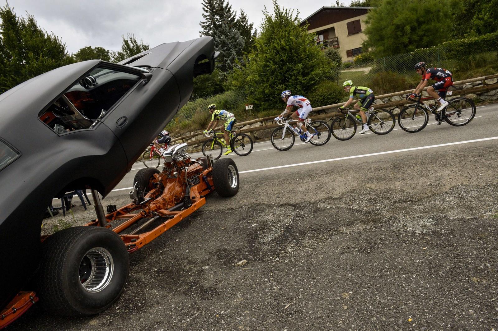 Man får se mye rart langs veien når man er Tour de France-rytter. AFP PHOTO / LIONEL BONAVENTURE 560076731