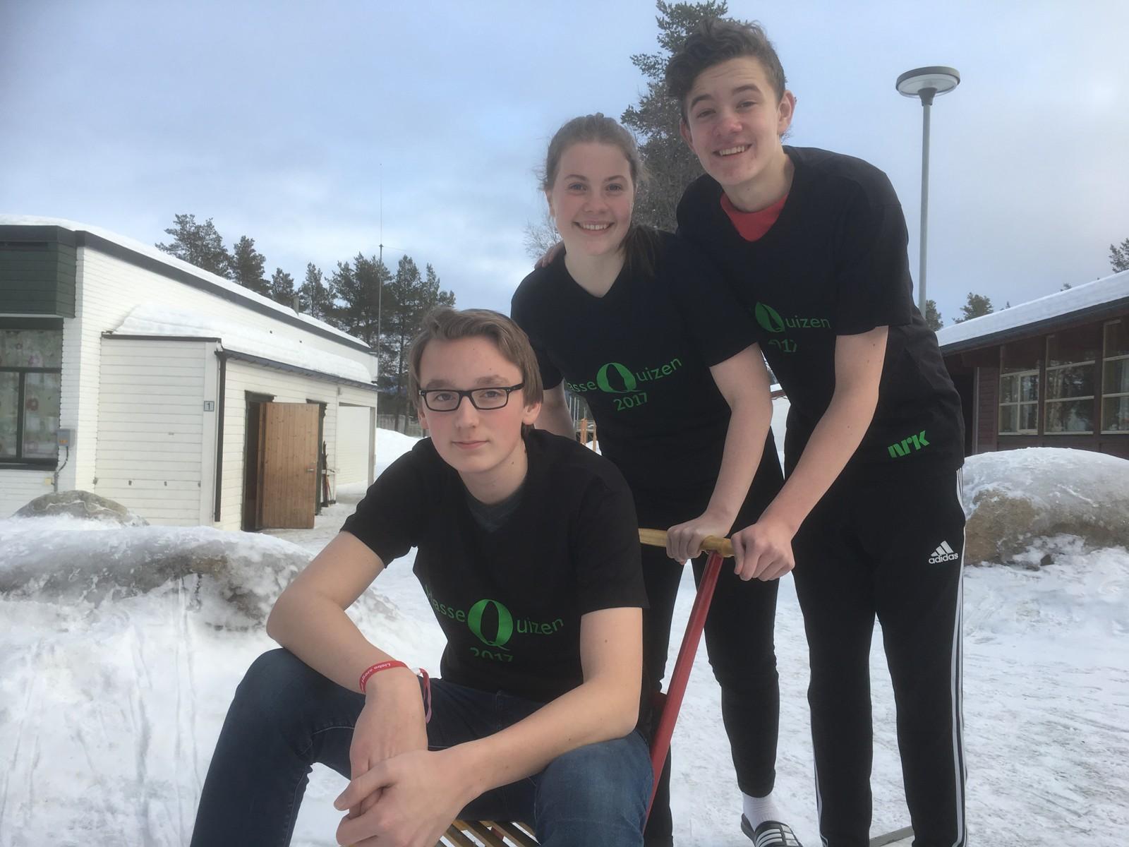 David Heidtmann, Eilen Aamo og Håkon Sundmoen fra Os skole klarte 10 rette.